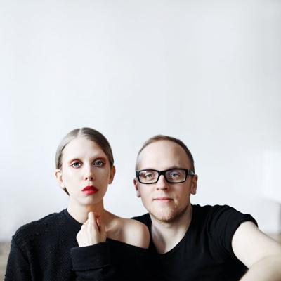 Jenny and David Mustard – the couple who's made a career out of yapping. Few people have before talked so much about topics so random. Prepare yourself for an abundance of coffee-induced reality depictions from the bubble that is influencer-hipster-London.Jenny Mustard is the popular fashion youtuber and author behind epic videos such as'Why I Don't want Kids' and 'Why I don't have Eyebrows'. Jenny and David are also running the Swedish podcast called simply 'Jenny och David'.