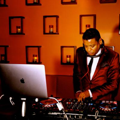 Welcome to DJ Master Mix's music platform. Each end of the month you'll be entitled to the last exclusive of Kompa, Zouk, Kizomba, Afrobeat, House & Latin. I hope you'll enjoy my Mixtapes wherever you are. I can be reached @ (516) 574-2413 (USA). Please Subscribe, Ratings & Reviews. Thank you!