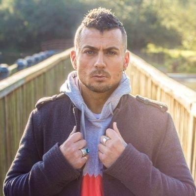 5: SOBRIETY AND TRYING TO SLEEP WITH EXTRAS: Paul Danan